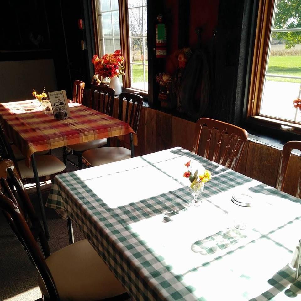 herongate-barn-dining-area